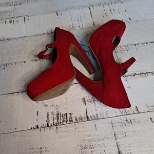 Mossimo Faux Suede Platform Heels Red 6 EUC